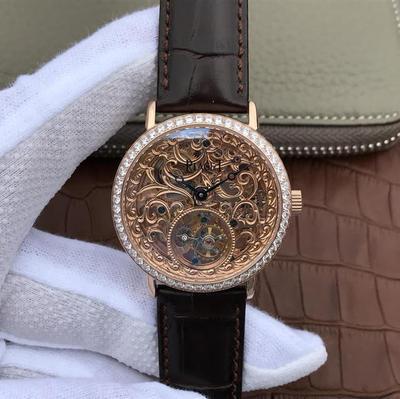 R8伯爵镂空顶级真陀飞轮V2升级版出货。1表面:雕刻花纹表面修正精细度。2表売:修正表壳菱角细节,真径40mm厚度1.0也是仿表界最薄的陀飞轮。皮表带,陀飞轮机芯,男士手表,透底