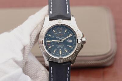 GF百年灵挑战者自动机械腕表(ColtAutomatic)——一款专为军方设计制造的腕表。缎纹磨砂表圈上饰有四枚百年灵腕表标识性的表圈指示器,男士手表,自动机械机芯,皮表带,透底