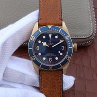 ZF帝舵M79250BM-0000蓝色青铜,2824自动机械机芯,男士手表,材质:古铜色PVD钢,磨砂;单向旋转外圈,阳极氧化铝字,外观表径:43毫米,皮表带,密底