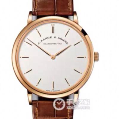 朗格萨克森超薄系列搭载稳定性超强的9015自动机芯表壳真空镀18k铂金直径40mm透底进口牛皮表带又是一款极致高雅的正装男士手表