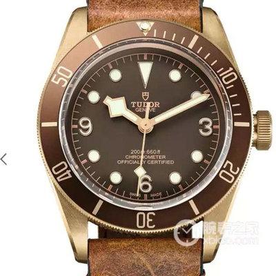帝舵青铜'铜花'v6版M79250BM-0001青铜自动机械男士手表材质:古铜色PVD钢磨砂;单向旋转外圈阳极氧化铝字外观表径:43毫米皮表带密底